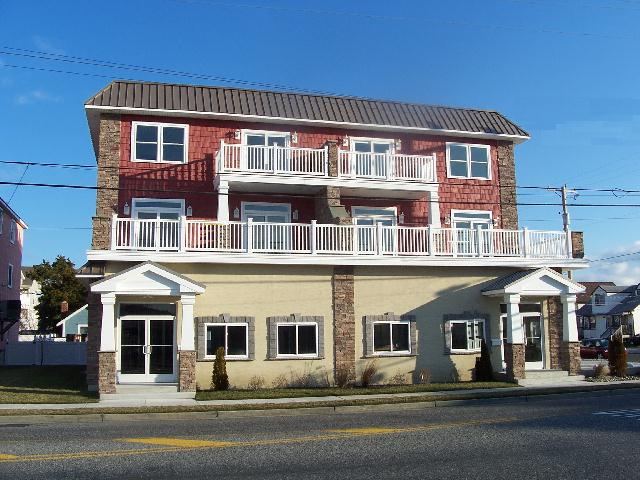 101 EAST 18TH AVENUE IN NORTH WILDWOOD - Spectacular oversized 3000 sqft 3 bedroom, 2.5 bath townhouse located in North Wildwood. Brand New for 2014! New construction, new furnishings! Home has a full kitchen with range, fridge, icemaker, dishwasher, microwave, toaster, and coffeemaker. Sleeps 12; king, 4 queen and queen sleep sofa. Amenities include central a/c, washer/dryer, wifi, outside shower, gas bbq, and pool table!