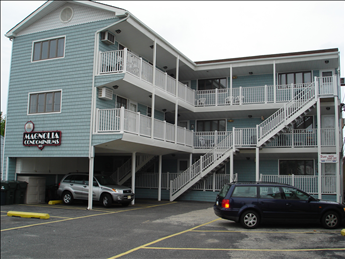 119 East Magnolia Avenue #8 in Wildwood - Two bedroom, one bath condo located in Wildwood. Full kitchen has range, fridge, microwave, dishwasher, coffeemaker, blender, toaster. Sleeps 7;queen, full, twin, and full sleep sofa. Amenities include balcony, window a/c, ceiling fans, and one car off street parking. Convenient to everything!