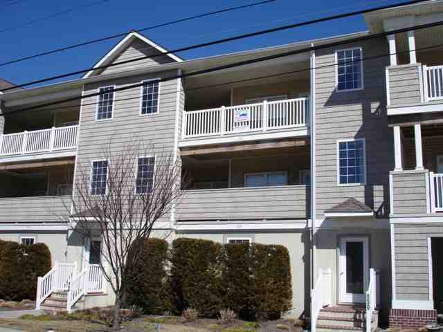 137 East Wildwood Avenue summer rental in Wildwood - Four bedroom, two bath vacation home with full kitchen. Amenities include central a/c, washer/dryer, 3 car off street parking, outside shower, charcoal grill. Sleeps 10; 2 king, full, 2 twin, and full sleep sofa.
