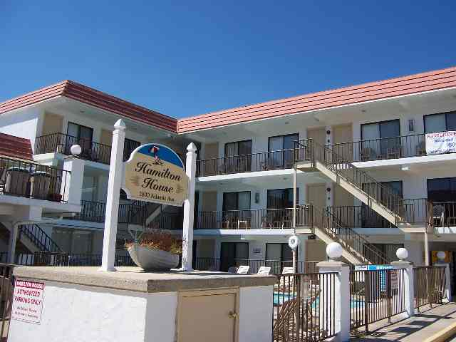 1800 ATLANTIC AVENUE - HAMILTON HOUSE CONDO RENTALS - NORTH WILDWOOD SUMMER RENTALS WITH POOL - ISLAND REALTY GROUP - One room studio available at the Hamilton House Condominiums. Unit offers an efficiency kitchen with fridge, microwave, coffeemaker, toaster. Amenities include: pool, sundeck, grill, wall a/c, one car off street parking. Sleeps 4; full bed, queen sleep sofa. Cute and affordable.