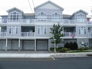 220 East Roberts Avenue #5 in Wildwood - Three bedroom, two bath vacation home centrally located in Wildwood. Home offers full kitchen with range, fridge, dishwasher, disposal, icemaker, coffeemaker, toaster, microwave, blender. Amenities include central a/c, washer/dryer, outsider shower, balcony, 3 car off street parking and wifi! Sleeps 8; queen, 2 twin, 4 twin(2 bund beds)