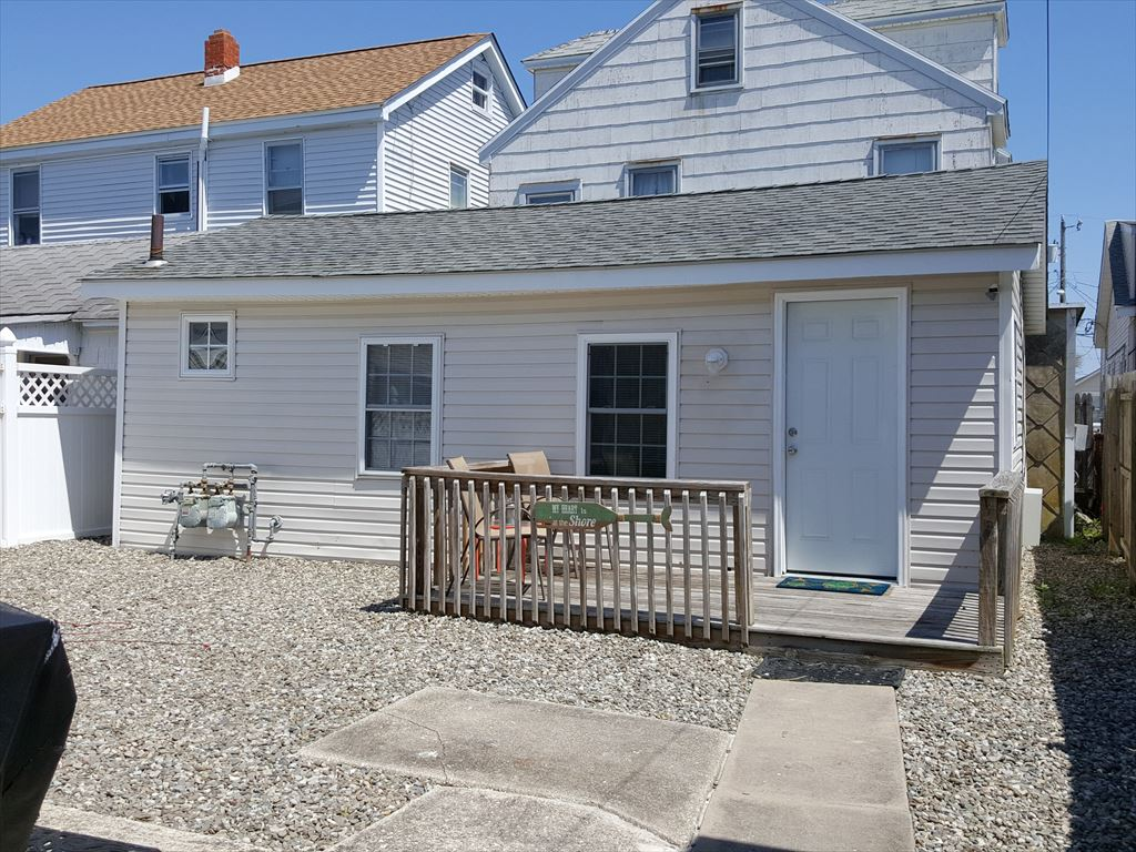 313 WEST MAGNOLIA AVENUE - REAR - WILDWOOD SEASONAL SUMMER RENTALS - One bedroom, one bath cottage located bayside in Wildwood. Renovated home has a full kitchen with range, fridge, coffeemaker, toaster. Amenities include wall a/c, bbq, Sleeps 6; twin/twin trundle, full, full sleep sofa. Wildwood Seasonal Rentals, North Wildwood Rentals, Wildwood Crest Rentals and Diamond Beach Rentals in all price ranges for weekly, monthly, seasonal and weekend vacation rentals plus Wildwood real estate sales of homes, condos, vacation and investment properties in and around Wildwood New Jersey. We offer over 400 properties plus exclusive vacation homes so you can book the shore rental of your choice online and guarantee your vacation at the Shore. Rent with confidence at Island Realty Group!