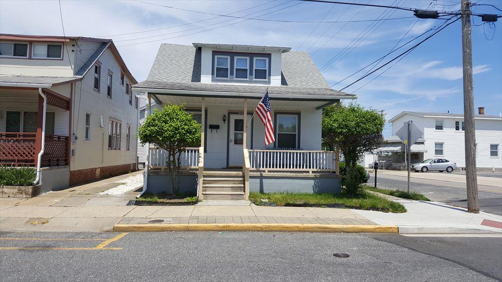 333 EAST MAGNOLIA AVENUE - WILDWOOD PET FRIENDLY SUMMER VACATION RENTAL - 4 bedroom, 1½ bath, pet friendly, single family home located one block to the beach and boardwalk. Home has a full kitchen with range, fridge, microwave, coffeemaker, and toaster. Amenities include central a/c, outside shower, wifi, front porch. Sleeps 12, 4 full, 4 twin. Wildwood Rentals, North Wildwood Rentals, Wildwood Crest Rentals and Diamond Beach Rentals in all price ranges for weekly, monthly, seasonal and weekend vacation rentals plus Wildwood real estate sales of homes, condos, vacation and investment properties in and around Wildwood New Jersey. We offer over 400 properties plus exclusive vacation homes so you can book the shore rental of your choice online and guarantee your vacation at the Shore. Rent with confidence at Island Realty Group! Visit www.wildwoodrents.com to book online or call our office at 609.522.4999. Our office at 1701 New Jersey Avenue in North Wildwood is open 7 days a week!