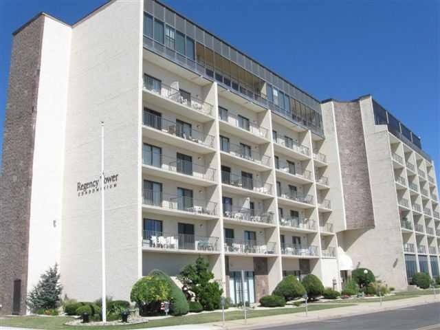 500 KENNEDY DRIVE #408 - REGENCY TOWERS SUMMER RENTALS IN NORTH WILDWOOD - Studio unit only steps from the beach in North Wildwood. Unit features kitchenette with cook top, microwave, coffee maker, toaster, blender and central A/C. Common amenities include elevator, laundry facilities and huge pool with sundeck. Sleeps 4: 1 Double bed, 1 Double sofa bed.